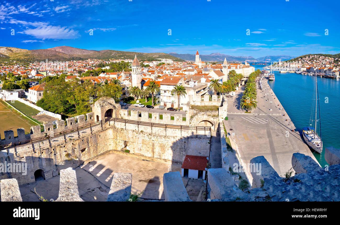 La città di Trogir tetti e i punti di riferimento vista panoramica, Dalmazia, Croazia Immagini Stock