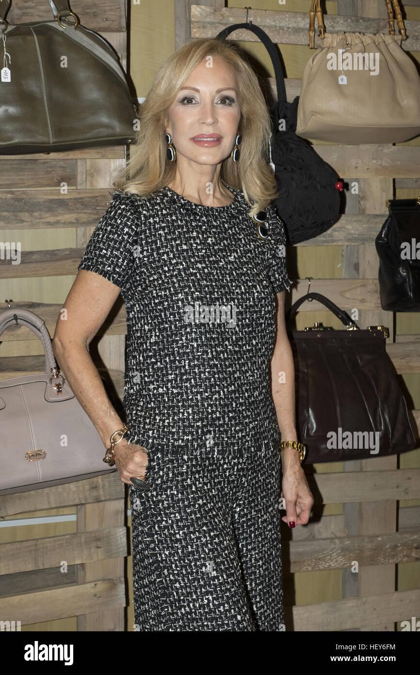 hot sale online c5a0a 01b84 Carmen Lomana vende i suoi vestiti nel suo mercato di ...