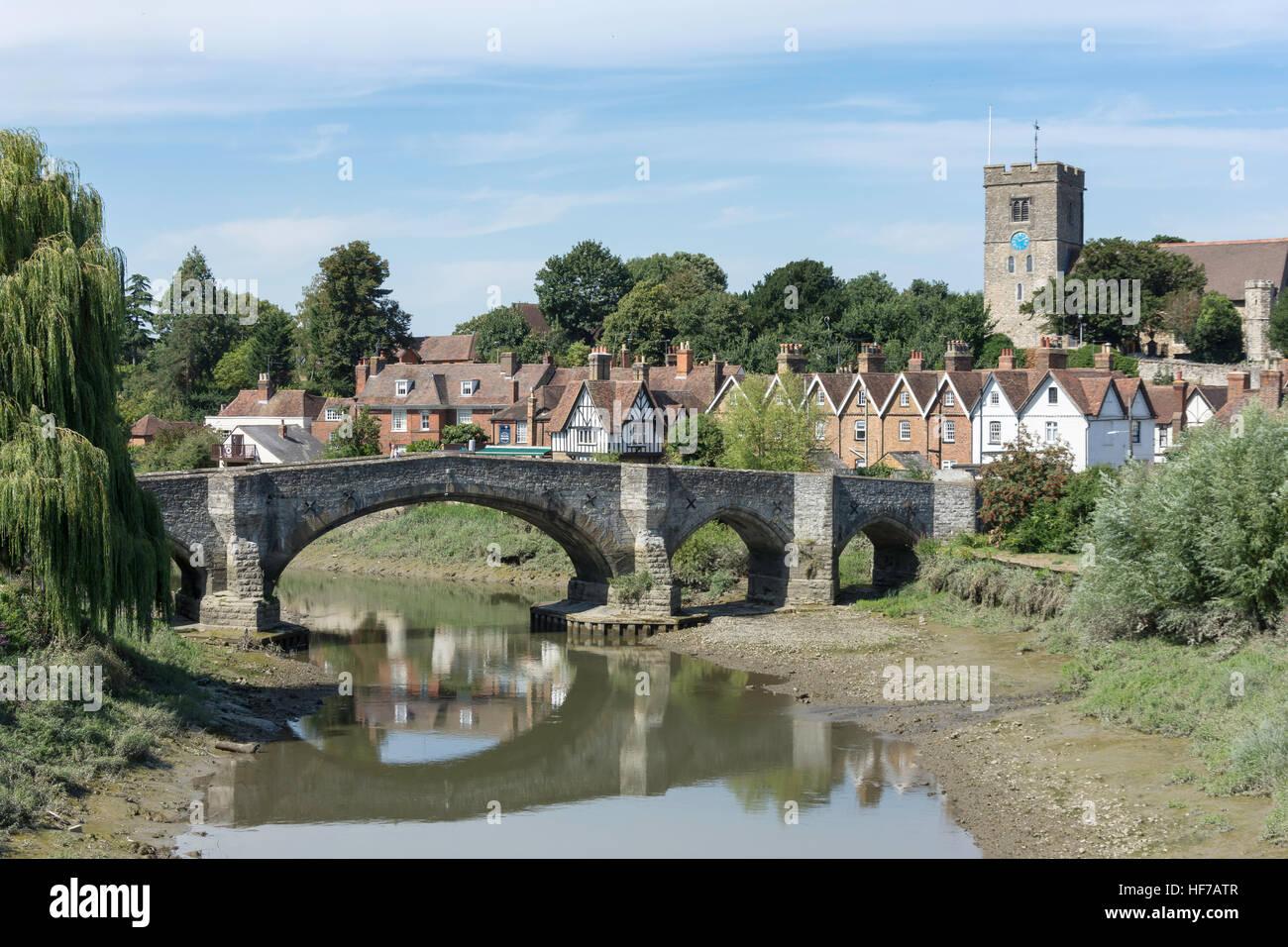 Vista villaggio sul fiume Medway, Aylesford, Kent, England, Regno Unito Immagini Stock