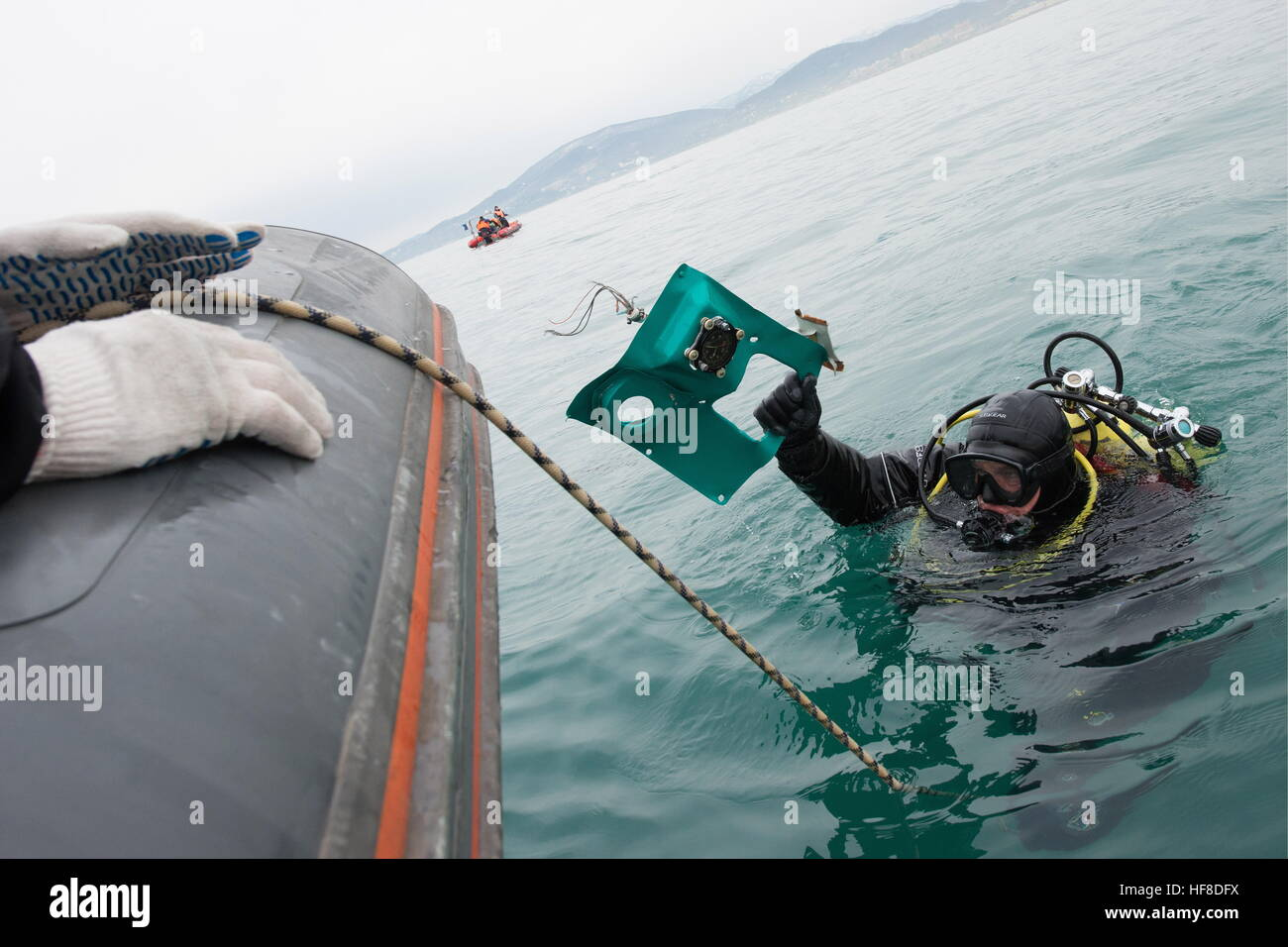 SOCHI, Russia - 28 dicembre 2016: Un subacqueo durante una ricerca e un'operazione di salvataggio presso il Immagini Stock