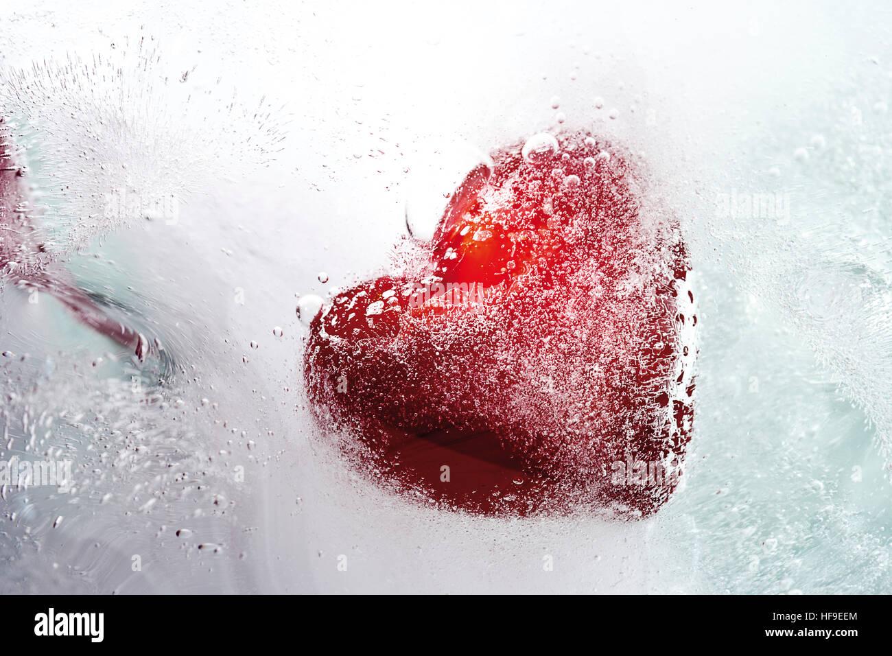 Cuore congelato in un blocco di ghiaccio: freddo-hearted Foto Stock