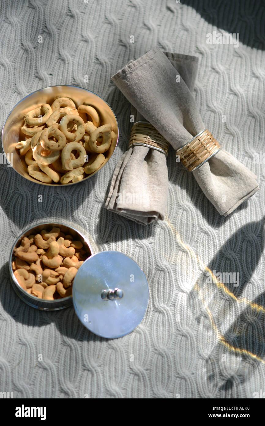 Luxury picnic estivo con champagne e argenteria Immagini Stock