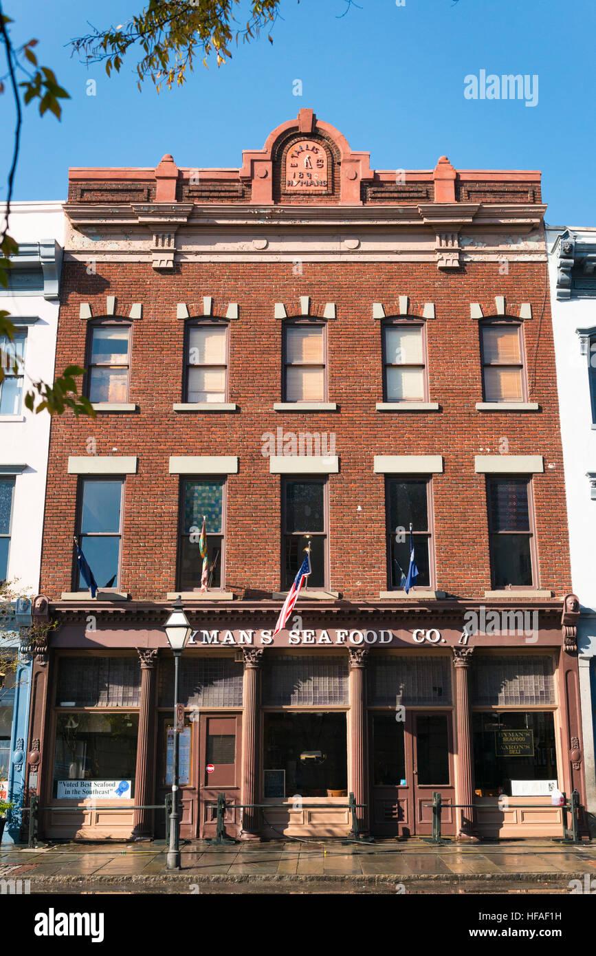 Stati Uniti d'America Sud Carolina Charleston rosso mattone pesce Hymans Co est 1890 & Aaron's Deli Immagini Stock