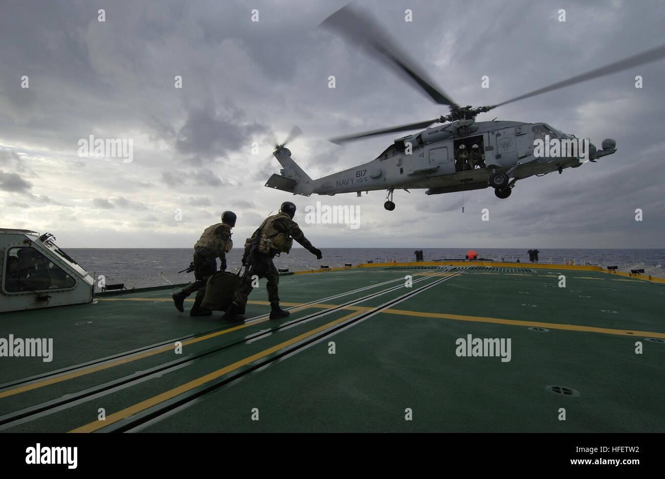 Elicottero 007 : 040212 n 5319a 007 mare mediterraneo feb. 12 2004 Ð membri