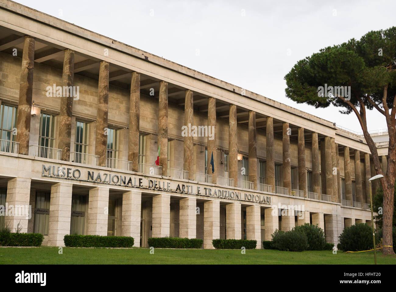 Roma. L'Italia. Museo Nazionale delle Arti e Tradizioni Popolari, sulla Piazza Guglielmo Marconi, EUR. Immagini Stock