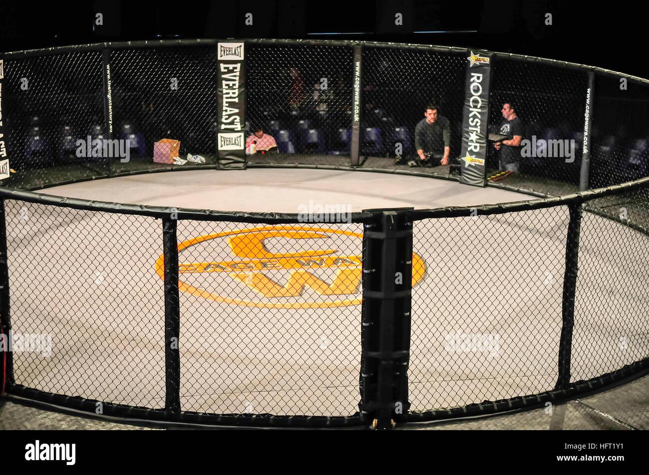 Gabbia vuota in una gabbia torneo di lotta prima della partita Immagini Stock