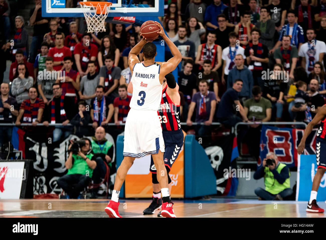 Vitoria, Spagna. 3 gennaio, 2017. Anthony Randolph (Real Madrid) Spara la palla durante la partita di basket della Immagini Stock