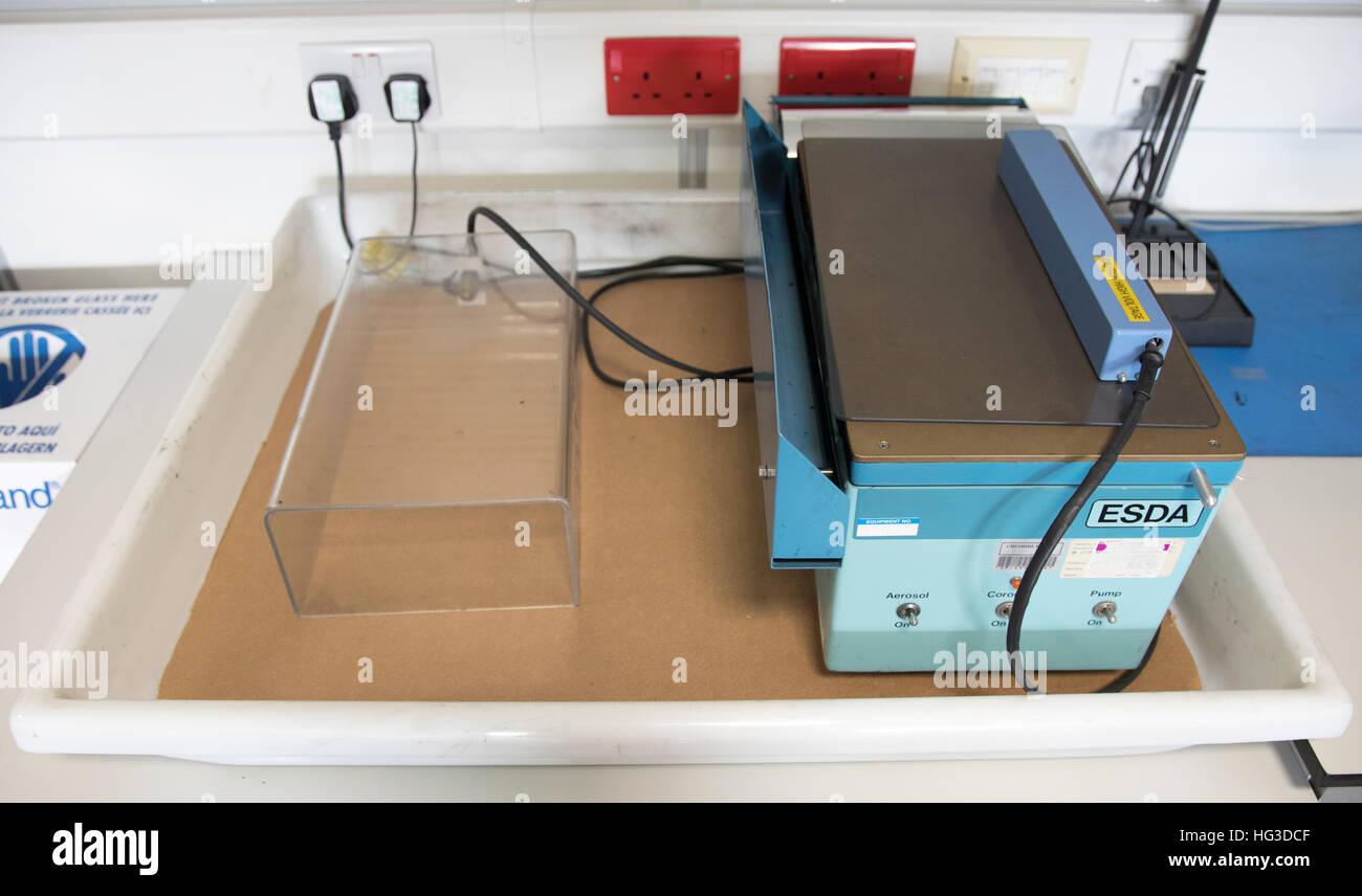 ESDA o elettrostatico di apparecchiatura di rilevazione per l' esame e la valorizzazione della grafia dentellata, Immagini Stock