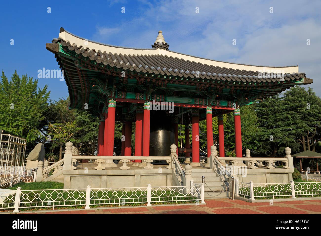 Cittadino il Bell Pavillion, Yongdusan Park, Busan, Corea del Sud, Asia Immagini Stock