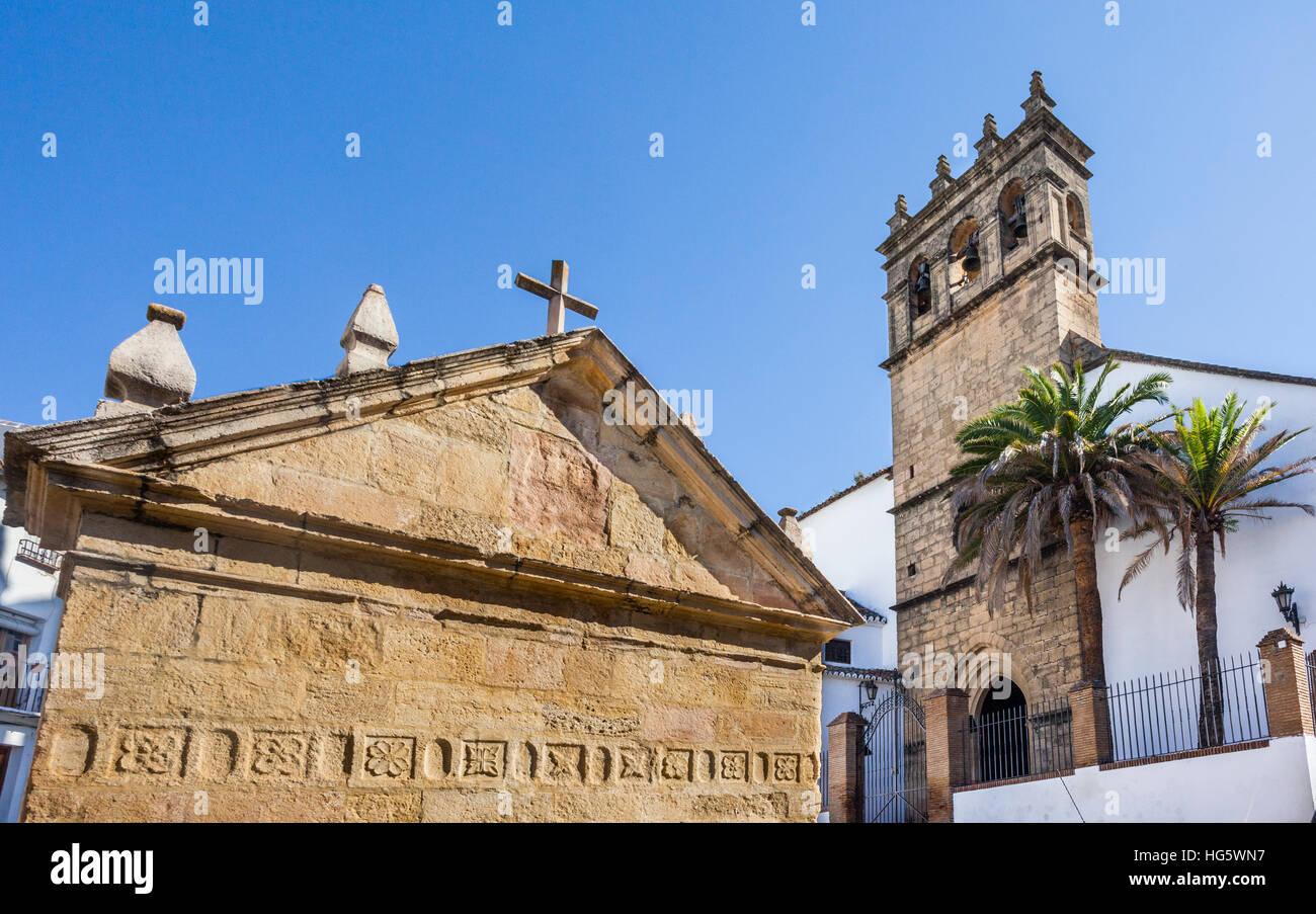 Spagna, Andalusia, provincia di Malaga, Ronda, Iglesia de Nuestro Padre Jesus e la Fuente de los Ocho Canos (Fontana Immagini Stock