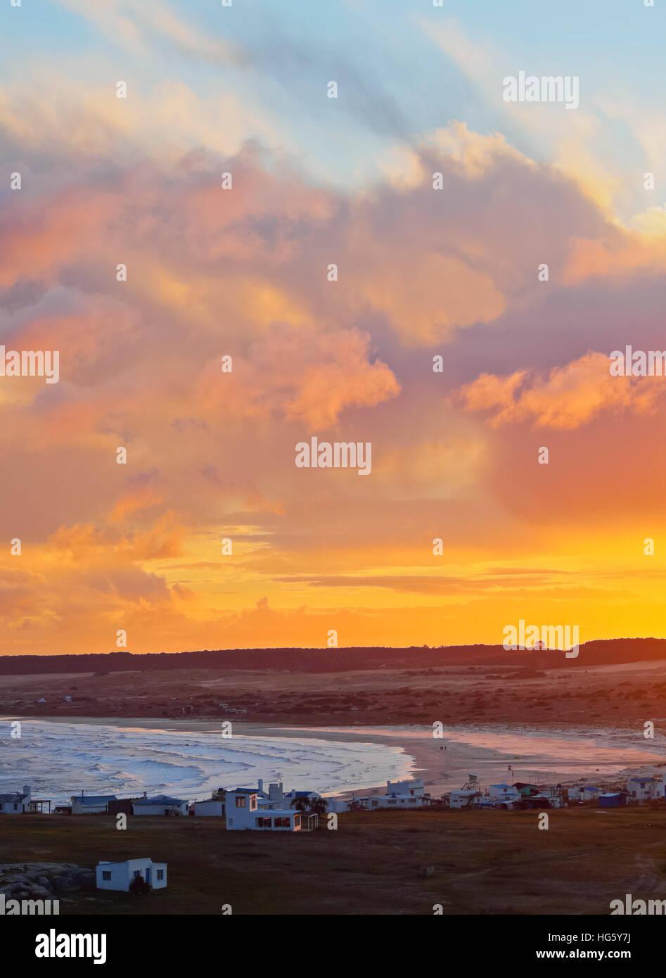 Uruguay, Rocha dipartimento, vista in elevazione del Cabo Polonio al tramonto. Immagini Stock