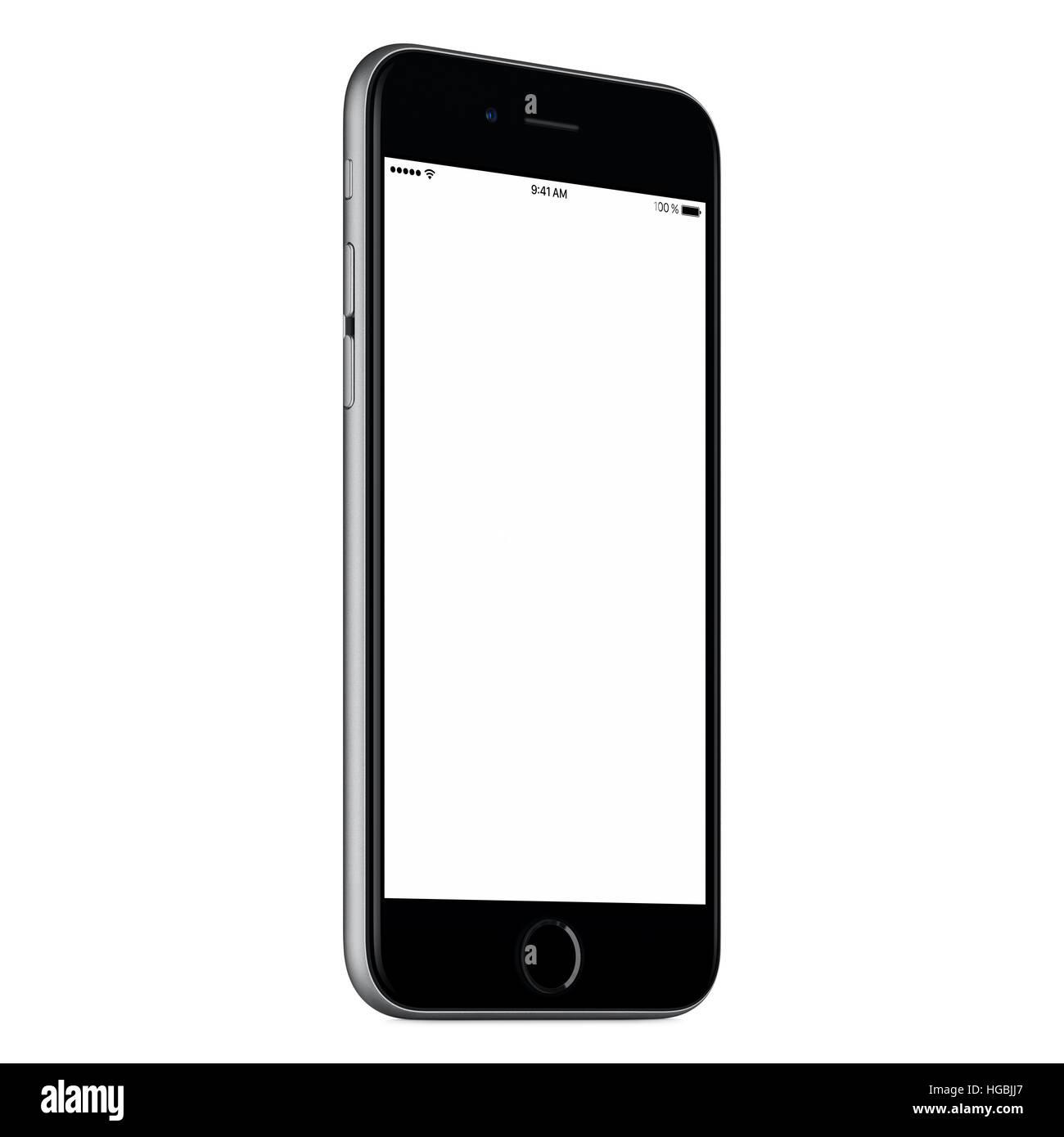 Nero smartphone mobile mock up leggermente ruotata in senso antiorario con schermo vuoto isolato su sfondo bianco. Immagini Stock