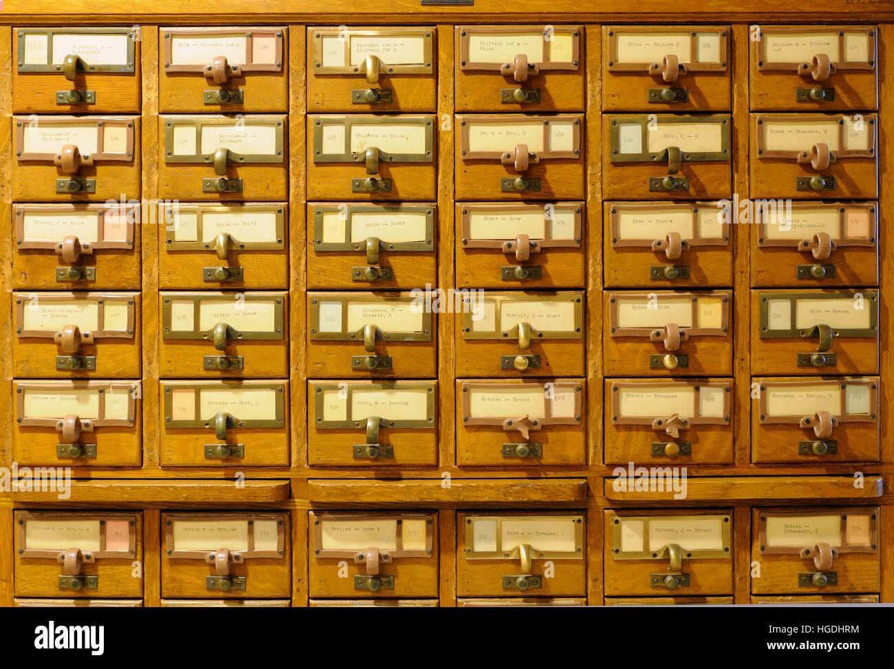 Antica biblioteca catalogo scheda cassetti Immagini Stock