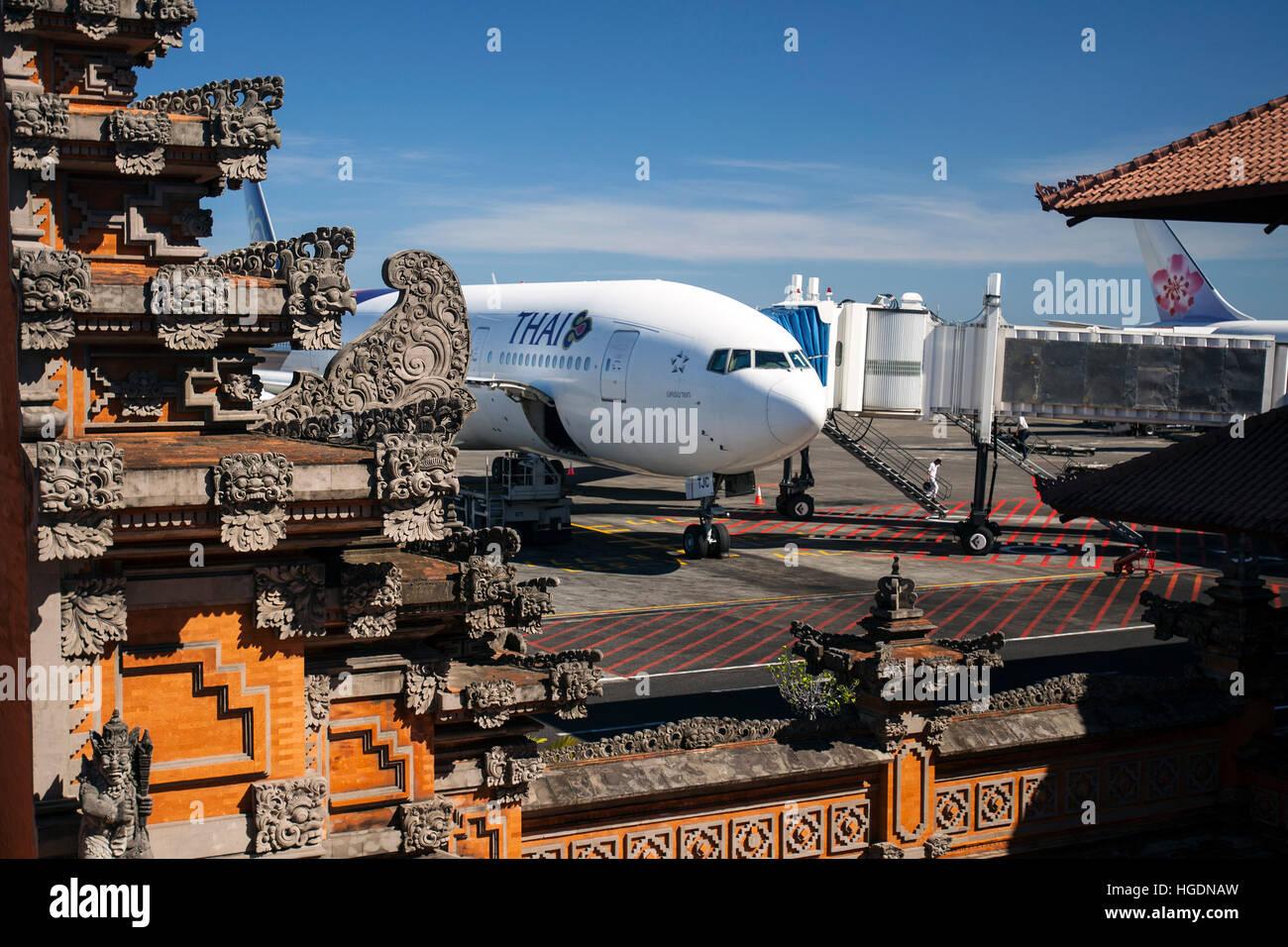 Aeroporto Bali : Thai airways boeing denpasar aeroporto di ngurah rai bali