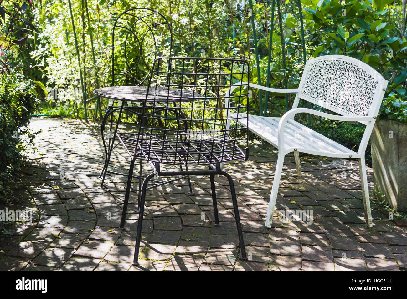Tavoli Da Giardino Vintage.Vintage Set Di Tavolo E Sedie Per Esterni In Giardino Foto