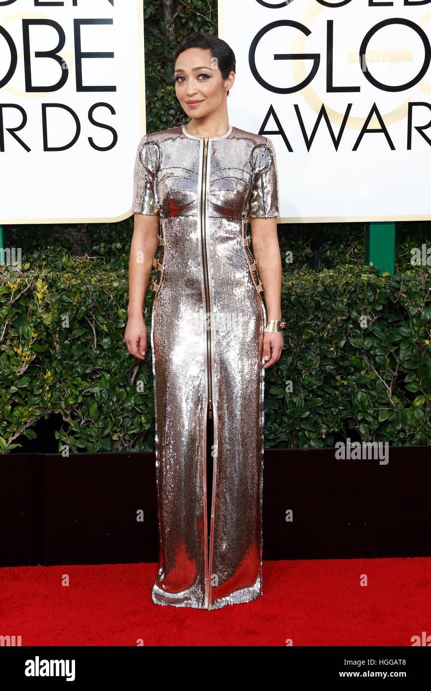 Beverly Hills, noi. 08 gen 2017. Ruth Negga arriva al 74Annuale di Golden Globe Awards, Golden Globes, in Beverly Foto Stock