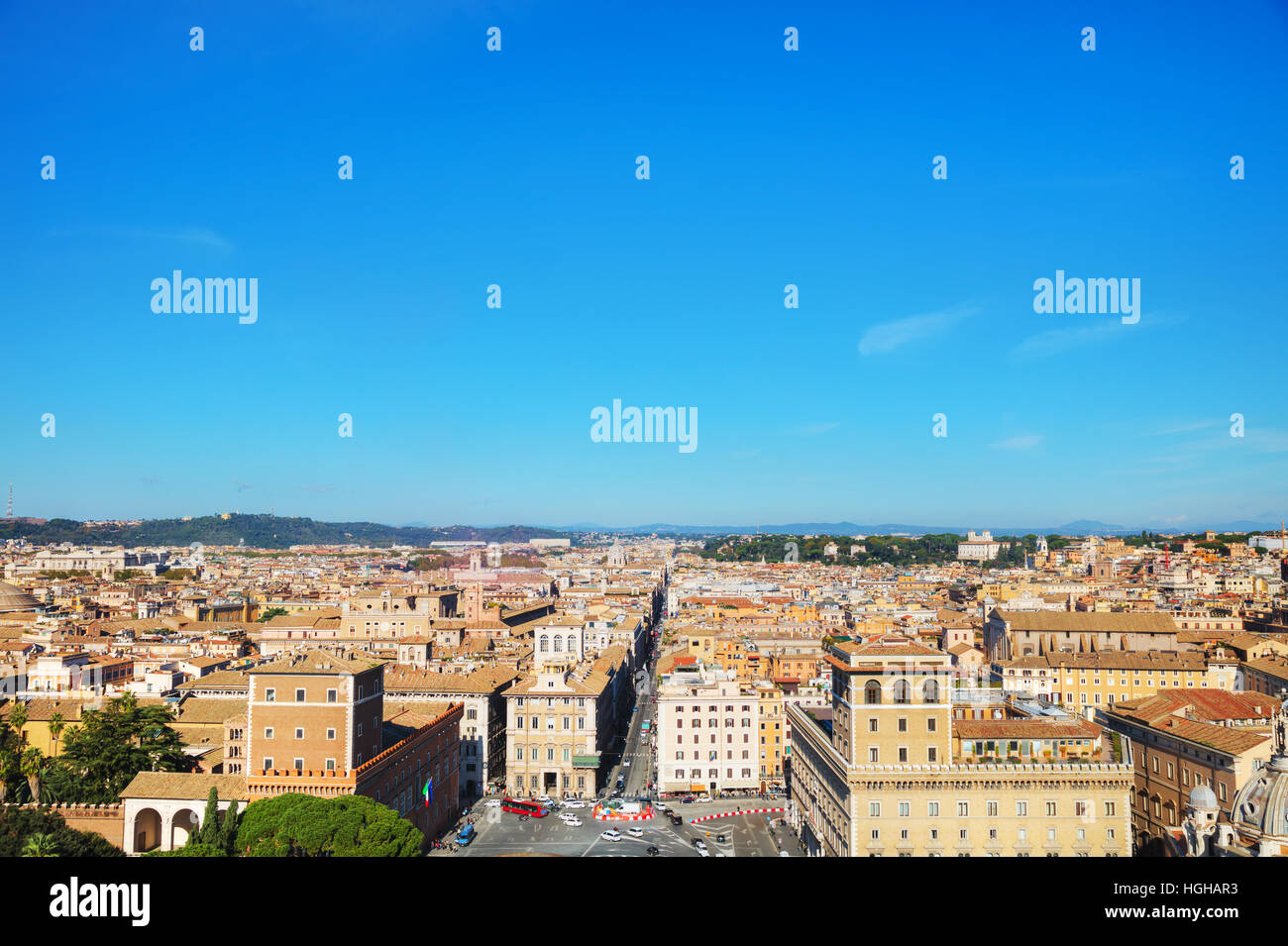 Roma vista aerea con piazza Venezia in una giornata di sole Immagini Stock
