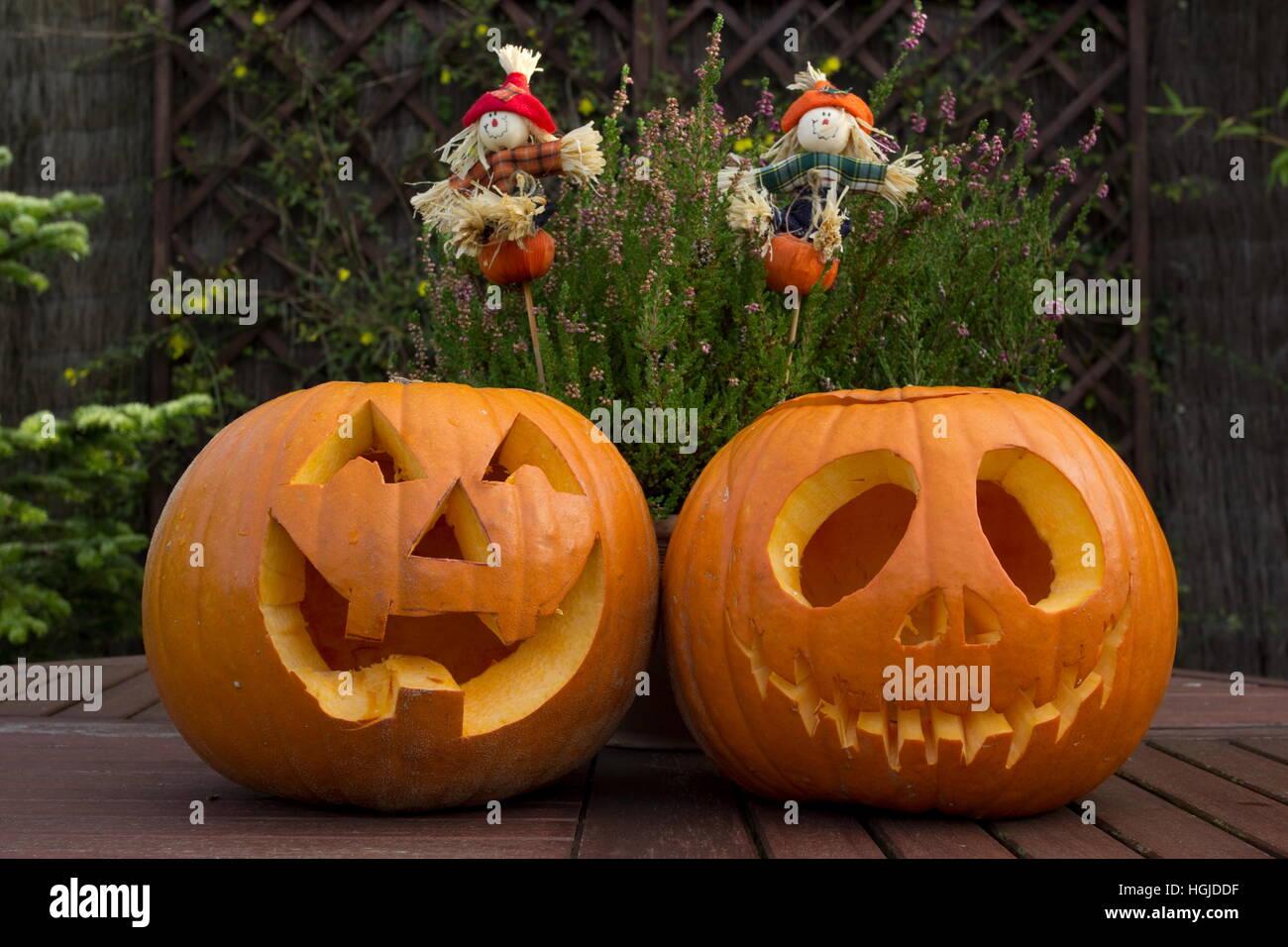 Facce Zucche Di Halloween.Scolpite Facce Di Zucca Di Halloween Foto Immagine Stock