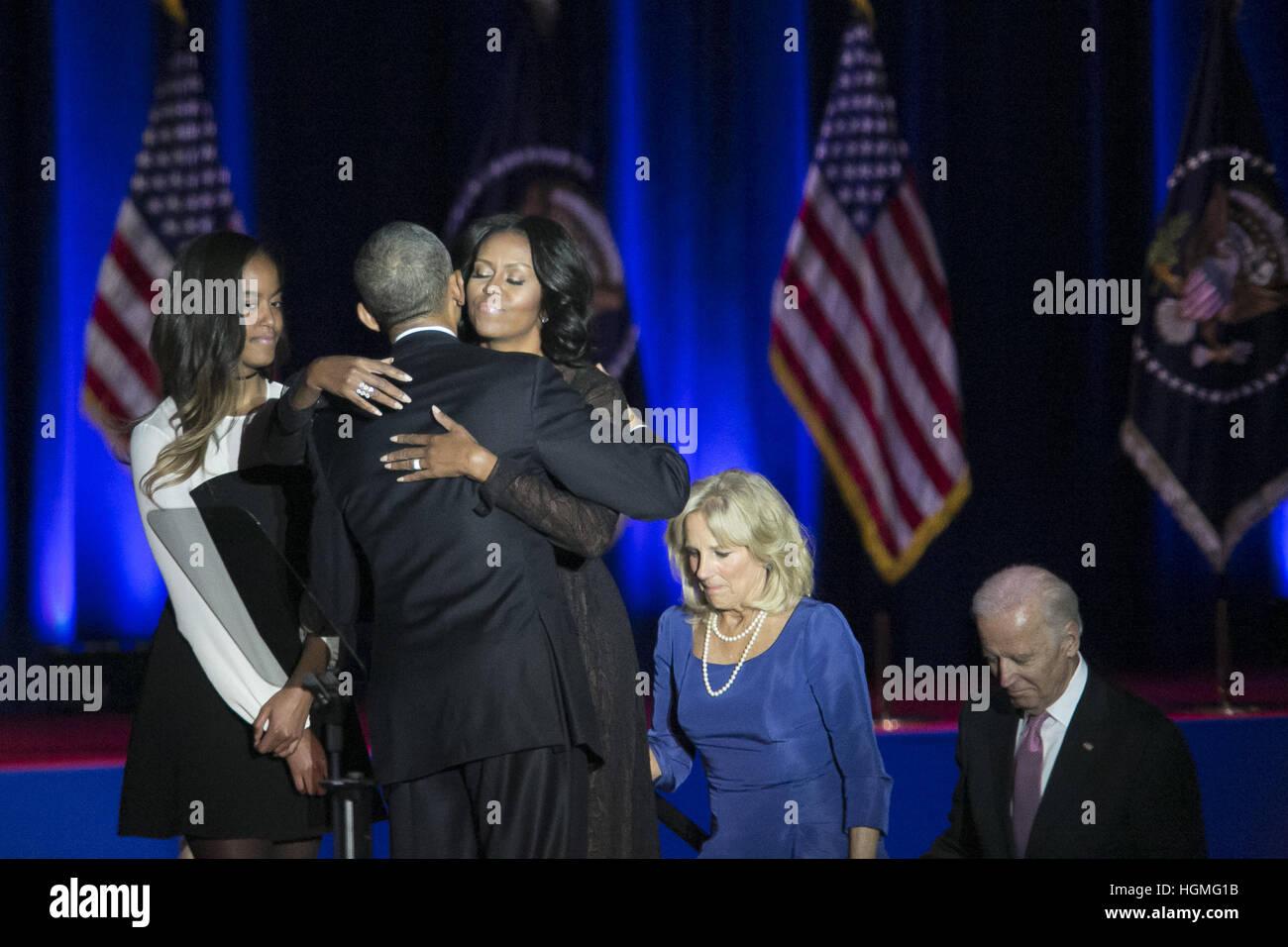 Chicago, Illinois, Stati Uniti d'America. Decimo gen, 2017. Il presidente Obama che fiancheggiano la First Lady Foto Stock