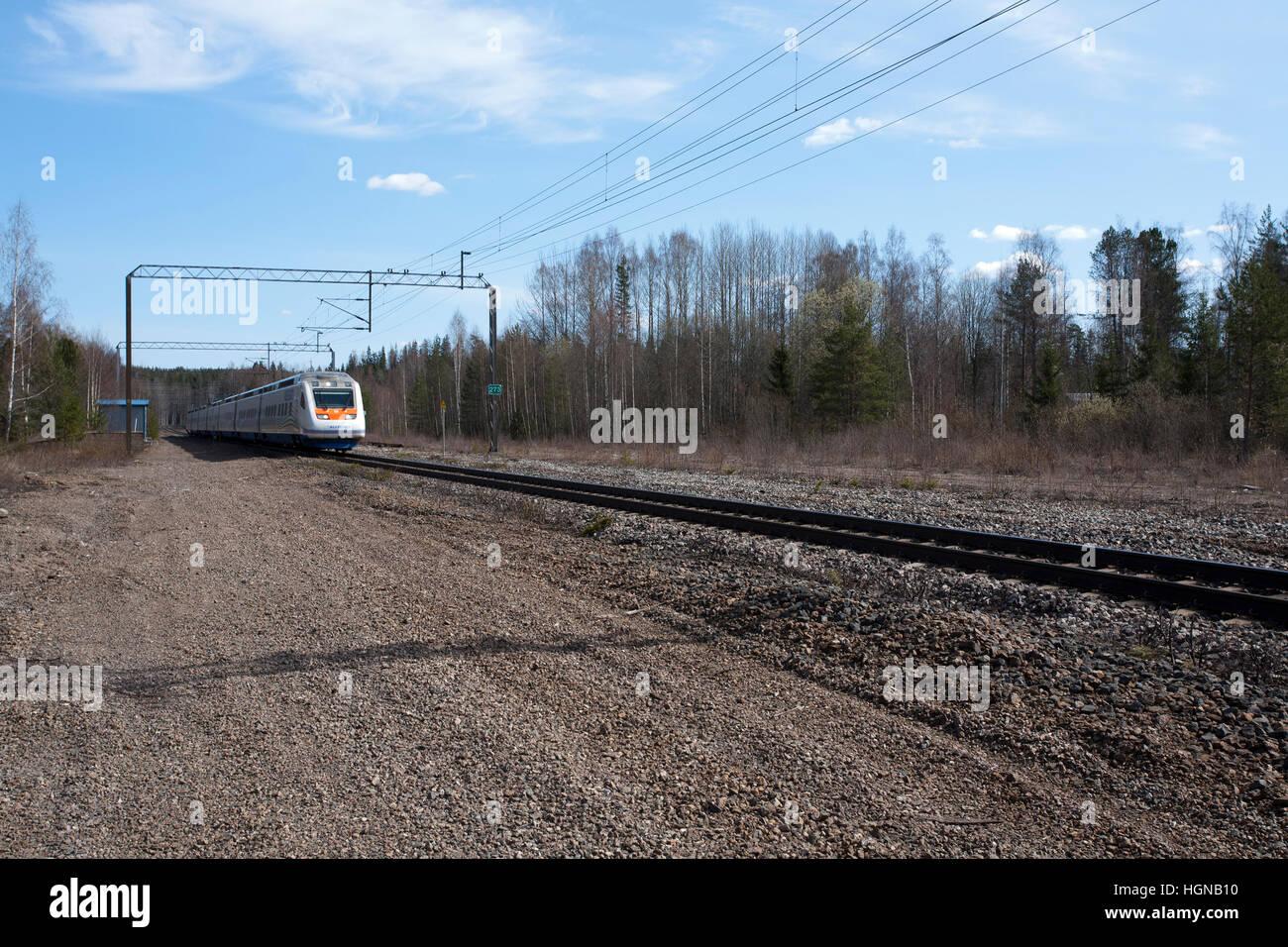 L'Allegro treno alla stazione Simola, Lappeenranta FINLANDIA Immagini Stock