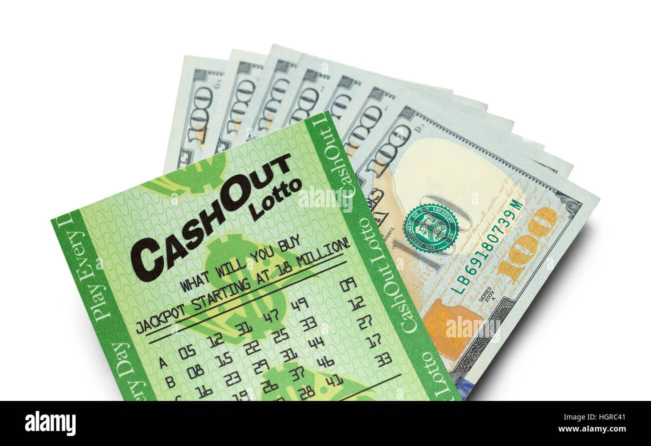 Vincere biglietti del lotto e denaro isolato su sfondo bianco. Immagini Stock