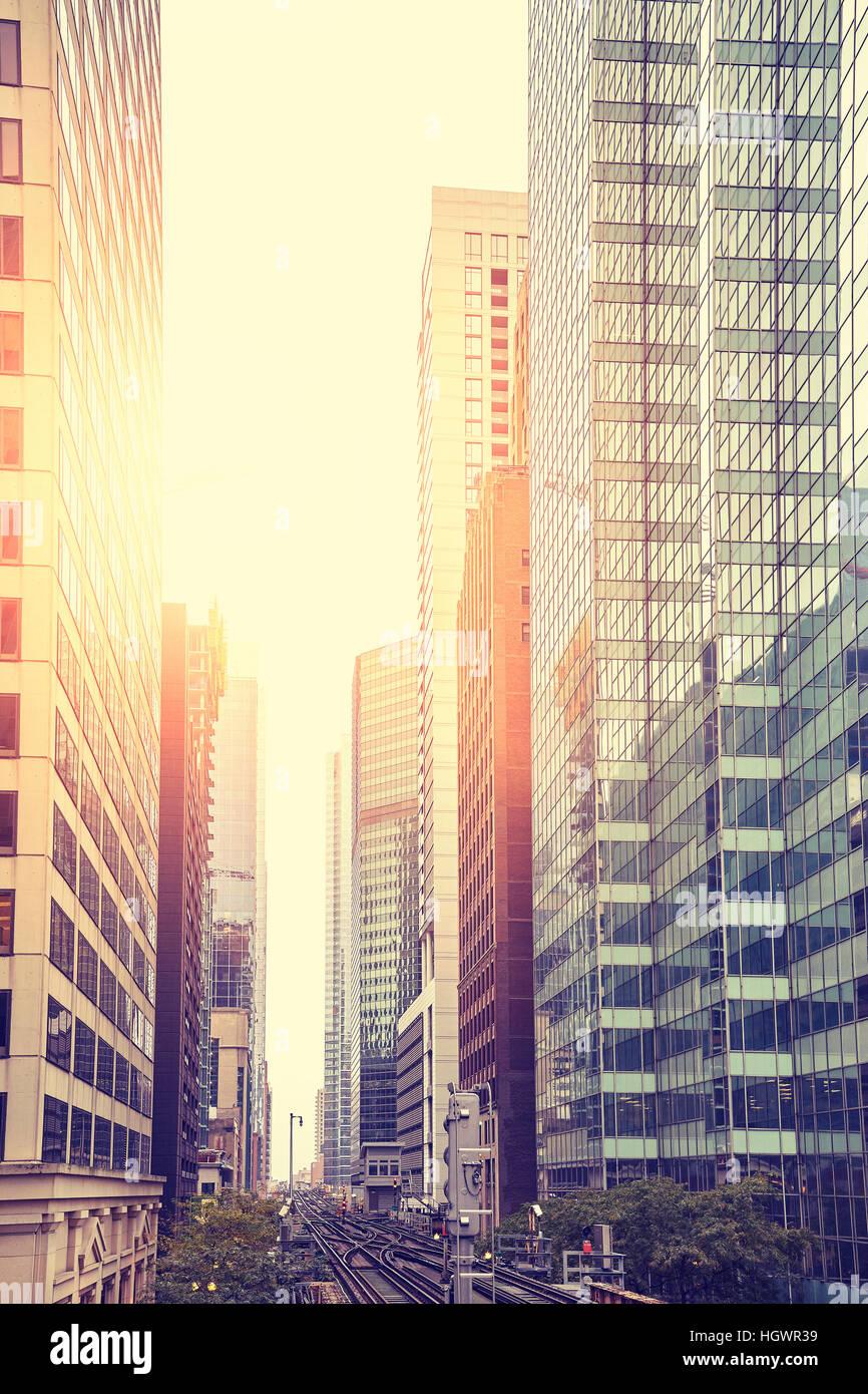 Vintage foto dai toni di grattacieli in Chicago Downtown al tramonto, STATI UNITI D'AMERICA. Immagini Stock