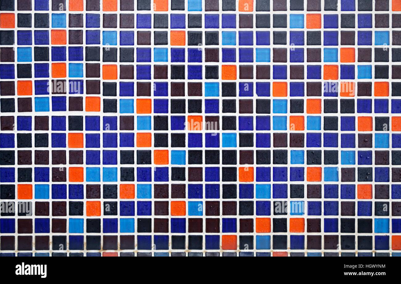 Blu e arancione pavimento piastrellato con gocce d acqua sullo