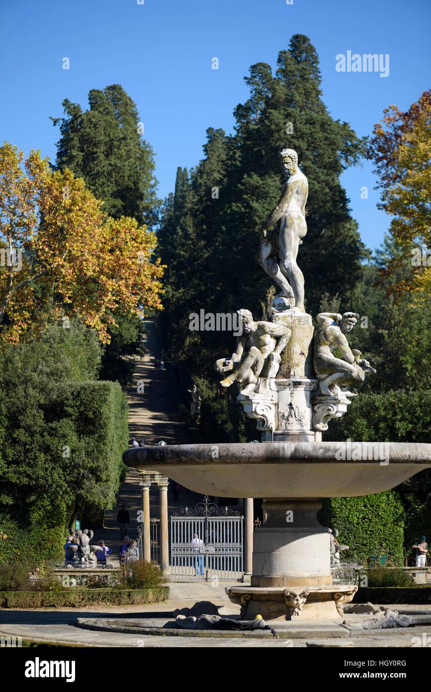 Firenze. L'Italia. Il Giardino di Boboli (Giardini di Boboli), la Fontana di Oceanus, 1571-76, del Giambologna Immagini Stock