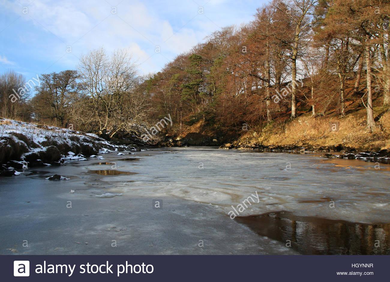 Fiume Tees vicino Holwick, Middleton in Teesdale Co Durham, Regno Unito 13 gennaio 2017 dopo il turno di notte la Foto Stock