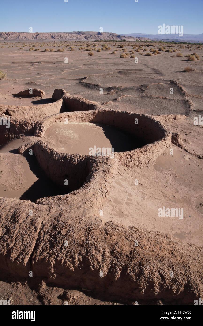 Resti di capanne di fango di Linka Arti persone a Tulor sito archeologico vicino a San Pedro de Atacama, Norte Grande Immagini Stock
