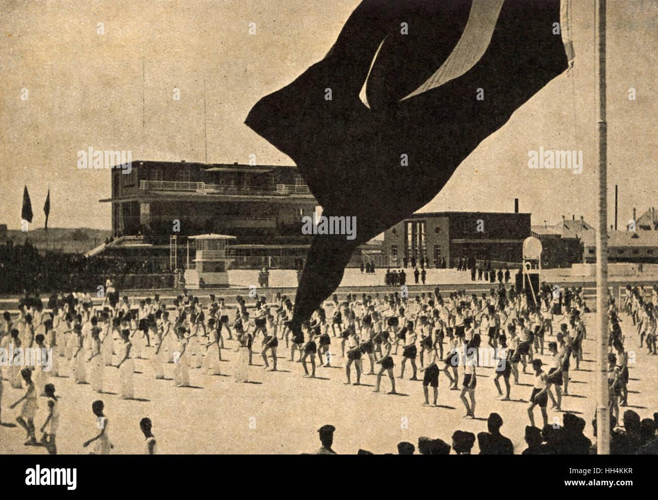 Dimostrazione di ginnastica nello stadio, Ankara Turchia. Immagini Stock