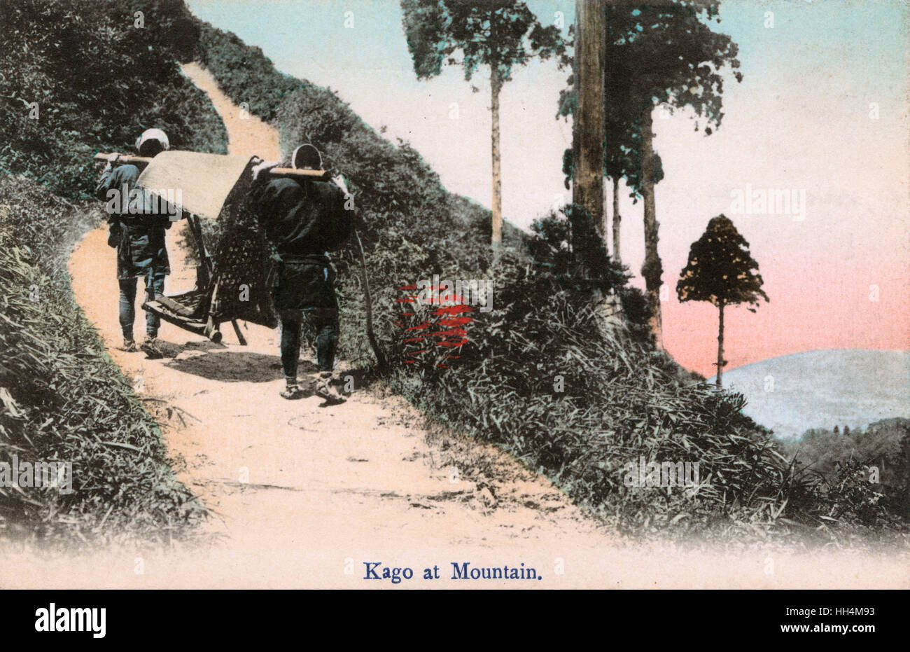 Giappone - Un Kago trasportato fino alla montagna. Kago sono un tipo di lettiera utilizzata come mezzo di trasporto Immagini Stock