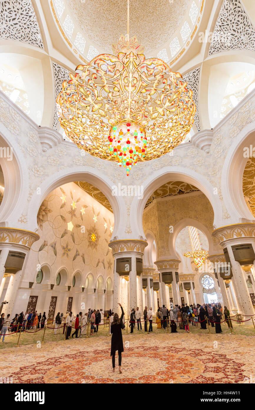 Magnifici interni di Sheikh Zayed Grande Moschea di Abu Dhabi, negli Emirati Arabi Uniti. Immagini Stock