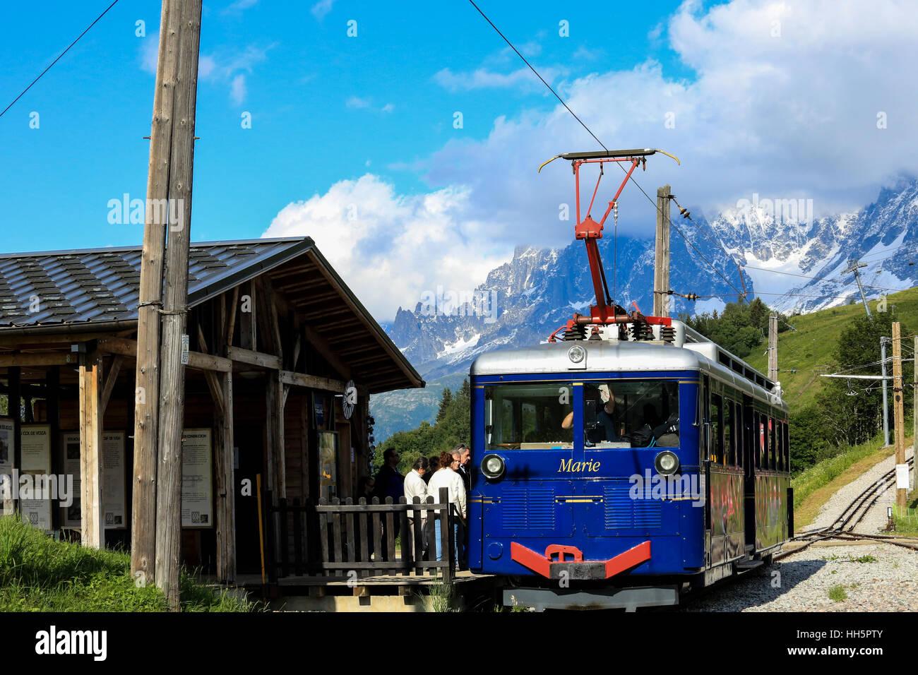 Tramway di Mont Blanc da Saint Gervais in estate Immagini Stock