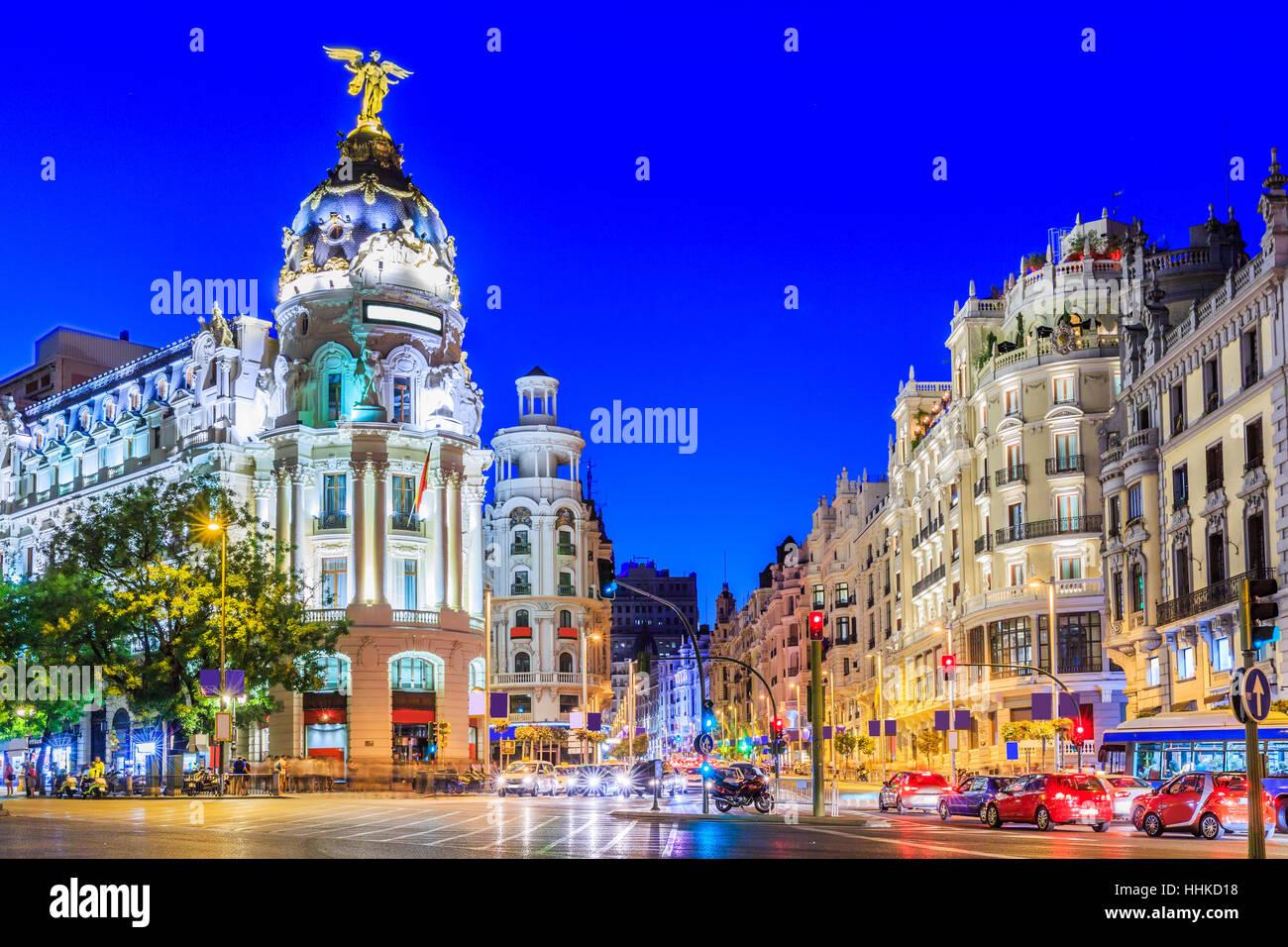 Madrid, Spagna. Gran Via, la principale strada dello shopping al crepuscolo. Immagini Stock