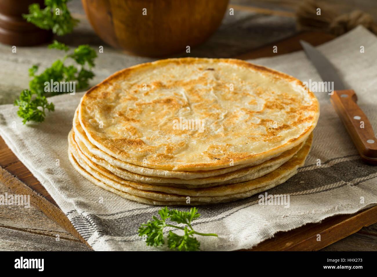 In casa la farina Indian Paratha pane pronto a mangiare Immagini Stock
