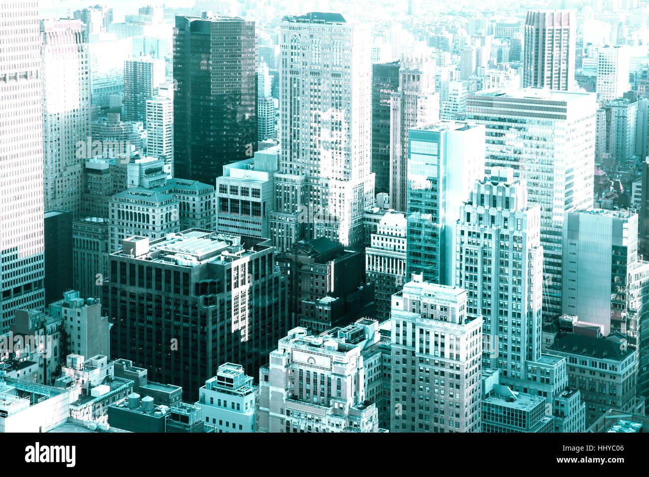 Vista di molti edifici e grattacieli in tutta la città di New York con tono moderno Immagini Stock
