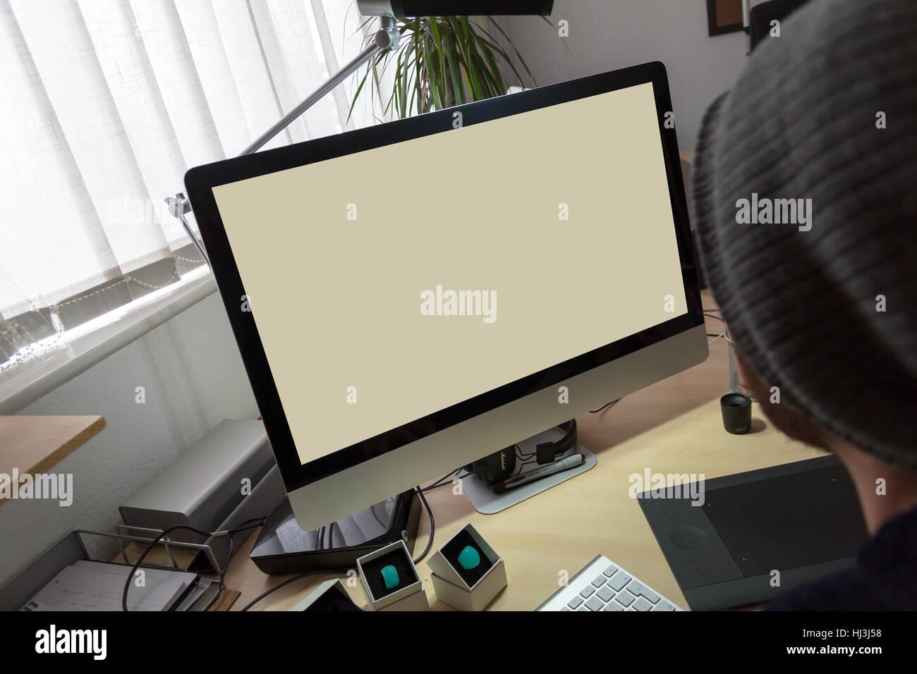 Grande Vuoto Nella Schermata Desktop Sat Su Un Angolo Scrivania In