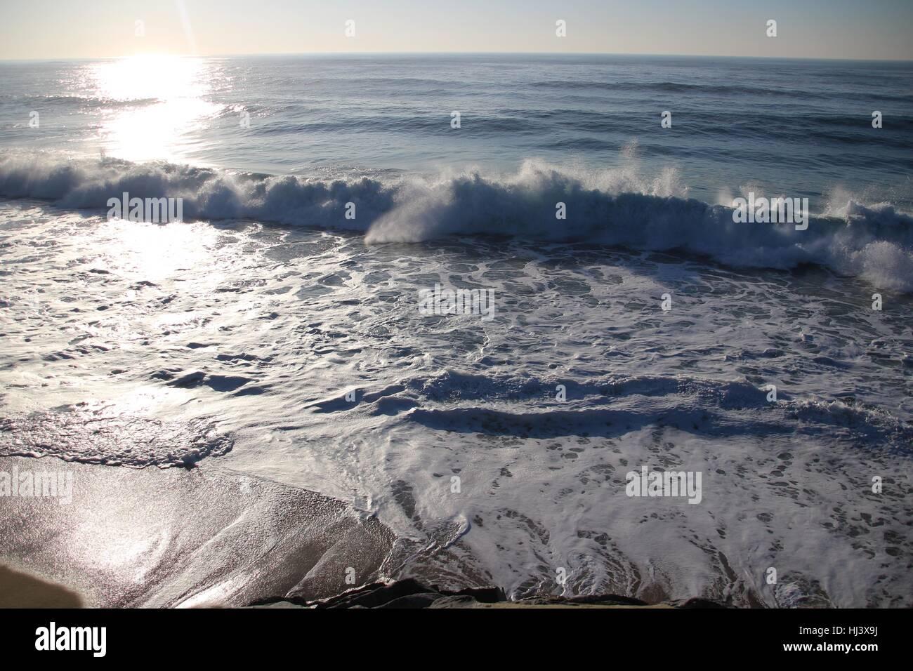 Sole che splende sul mare Immagini Stock