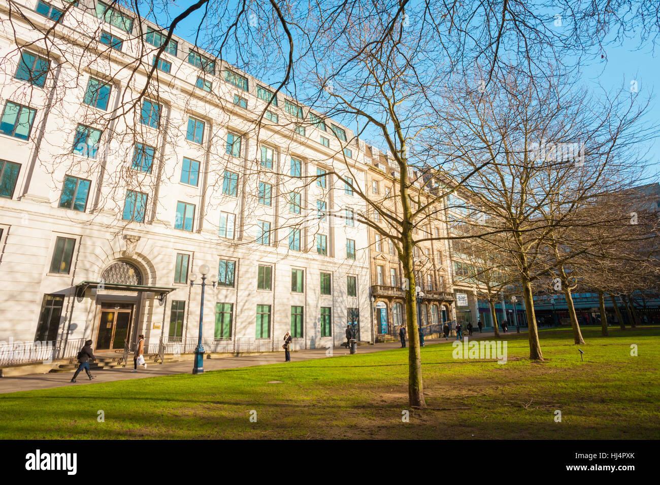 Edifici ottocenteschi situato in St Philips Cathedral Square, Birmingham REGNO UNITO Immagini Stock