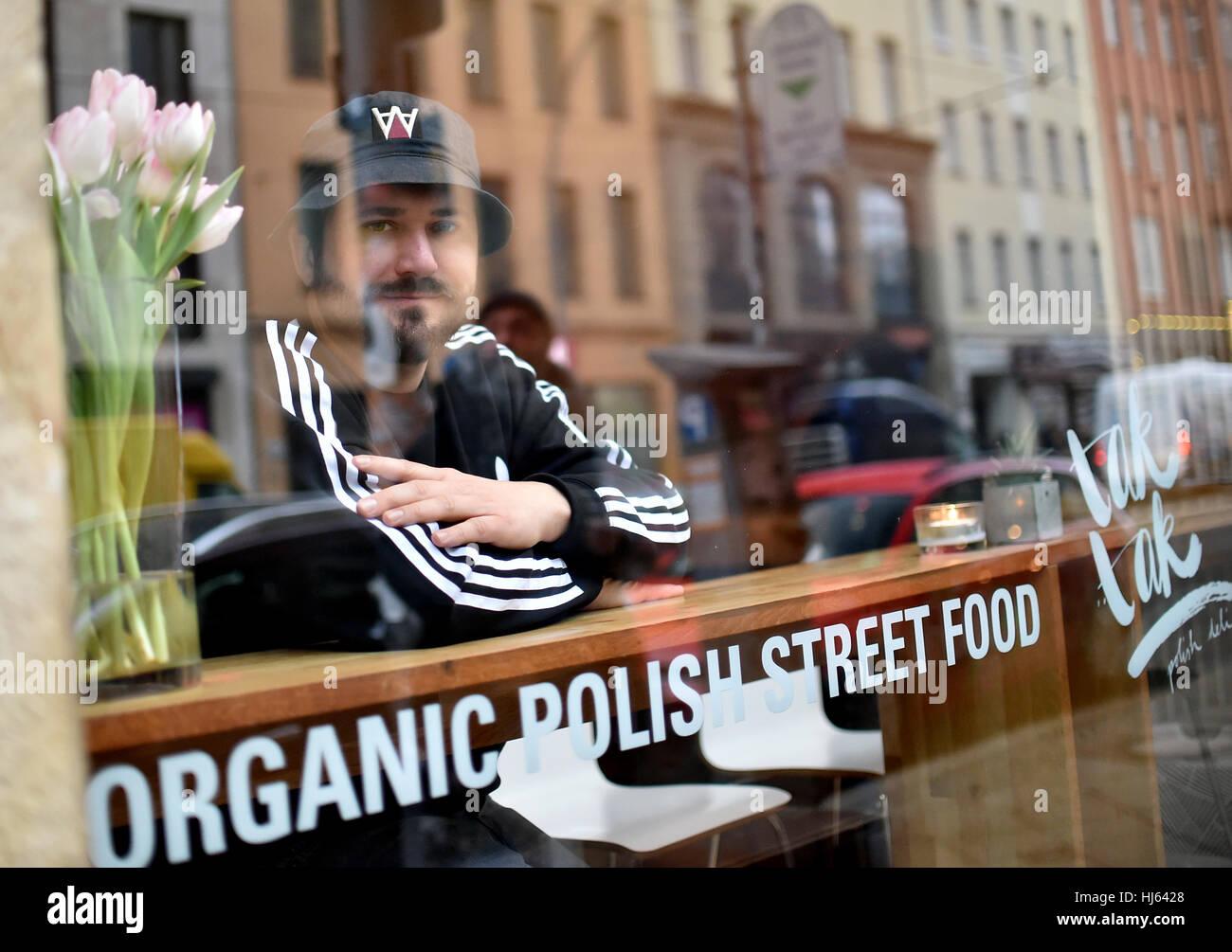 Berlino, Germania. 23 gen 2017. Karol Kasierski al suo snack bar 'Tak Tak polacco Deli' a Berlino, Germania, Immagini Stock