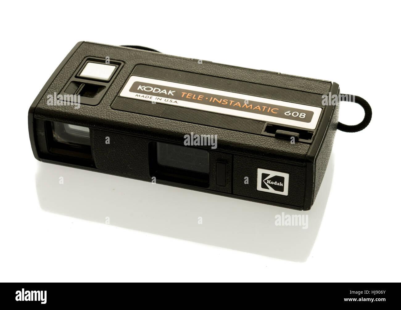 Winneconne, WI -22 Gennaio 2017: una vecchia Kodak instamatic tele 608 fotocamera su un sfondo isolato. Immagini Stock