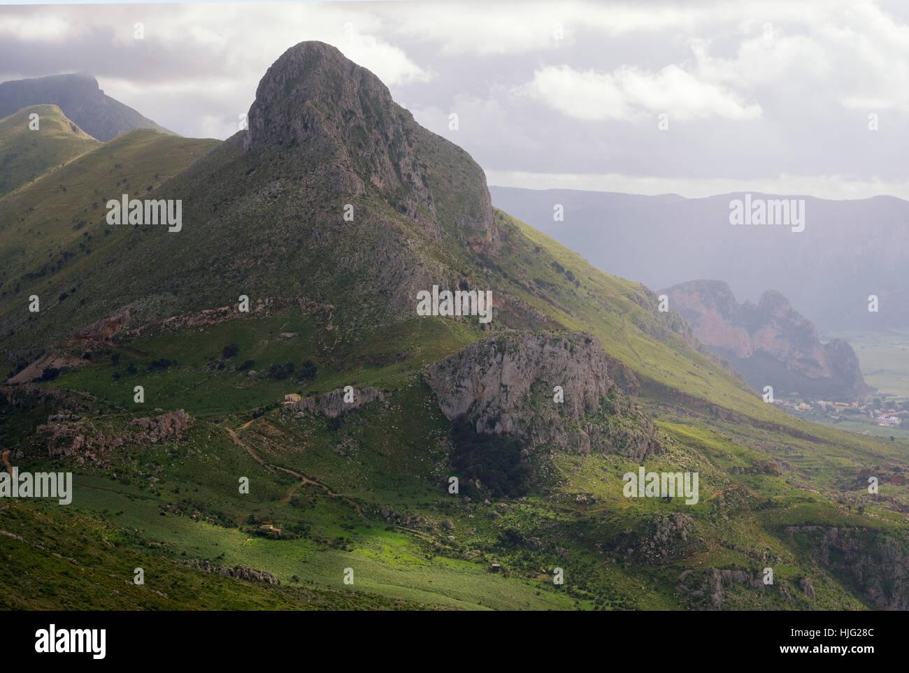 Paesaggio di montagna, San Vito lo Capo, Sicilia, Italia Immagini Stock