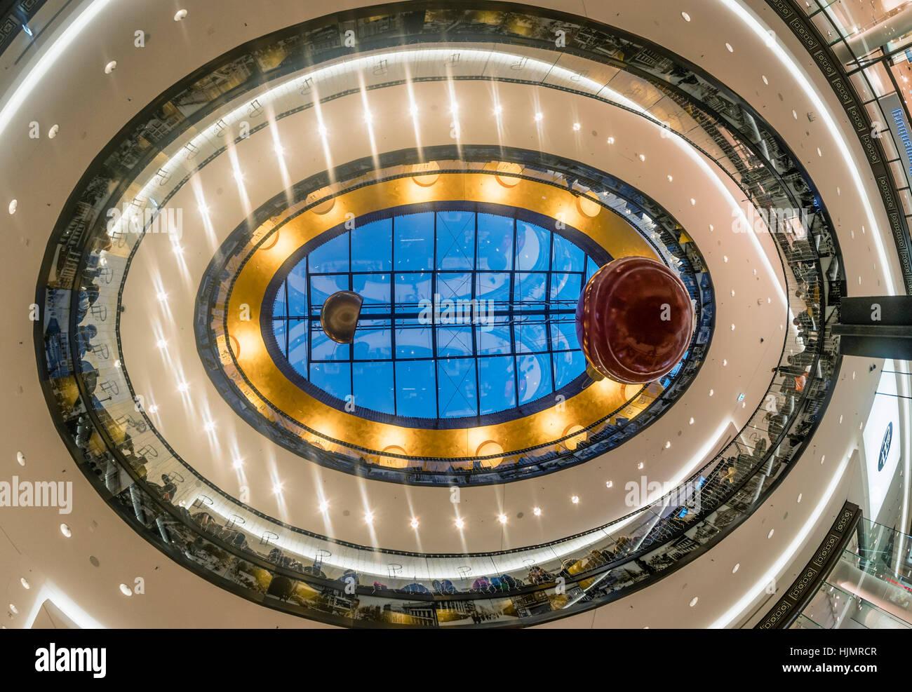 Il centro commerciale di Berlino, soffitto, atrio, architettura moderna, Interieur, Shopping, Berlino Immagini Stock
