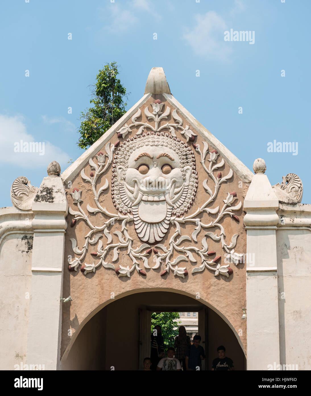 Rilievo di un grimace di un arco, moated il castello, Castello d'acqua Taman Sari, Kraton, Daerah Istimewa Yogyakarta, Immagini Stock
