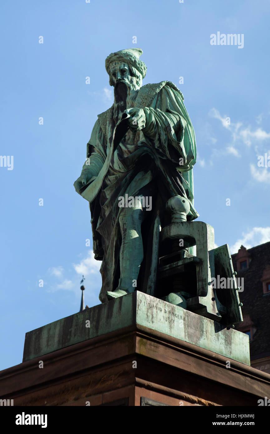 Monumento a Johannes Gutenberg (1840) da scultore francese David d'Angers a Strasburgo, Alsazia, Francia. Immagini Stock