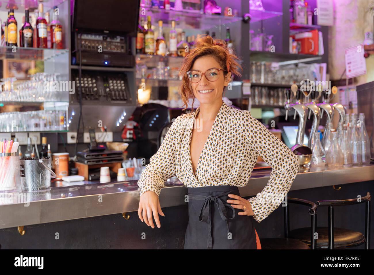 Imprenditore e proprietario di un caffè di Parigi Immagini Stock