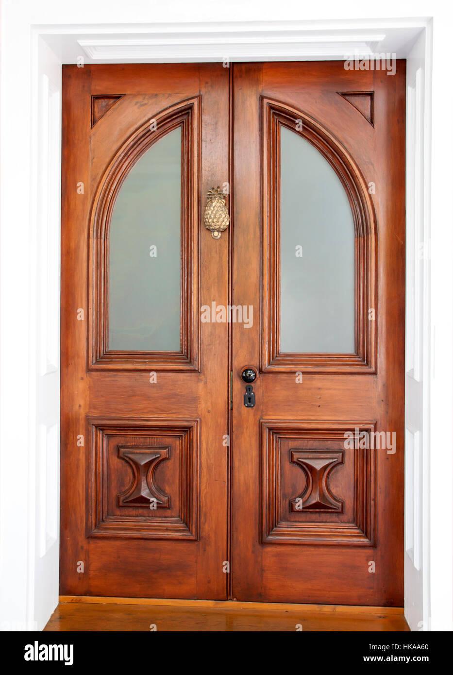 Il simbolismo di ananas di ospitalità sulla porta anteriore di una casa. Immagini Stock