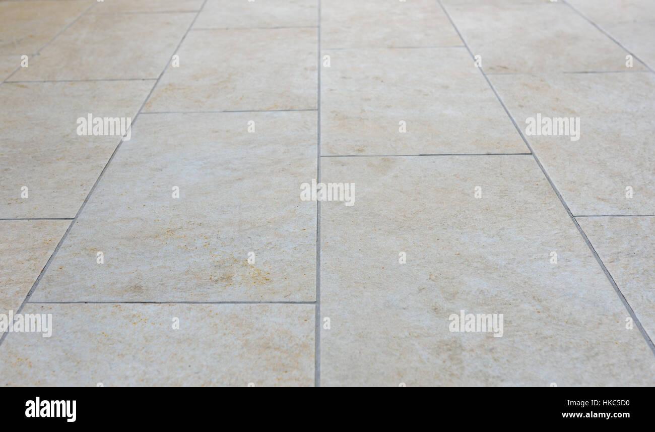 Sporco il terrazzo esterno con piastrelle immagine del pavimento