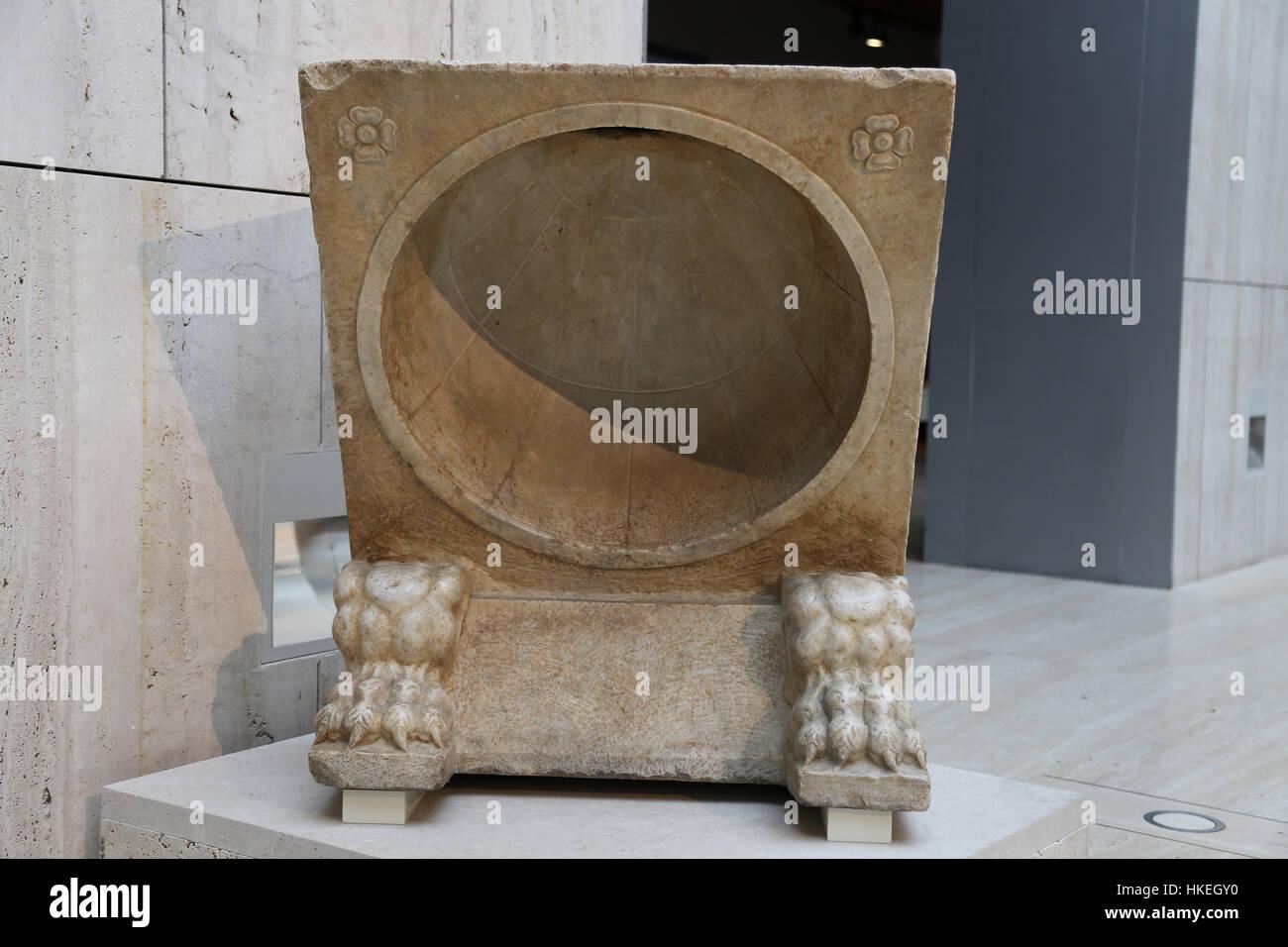 Meridiana. Il marmo. 1 ° secolo. Baelo Claudia (Bolonia Cadice). Spagna. Immagini Stock